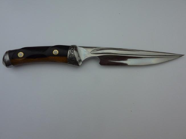 dague sculpté dans la masse a la dremel et meuleuse.